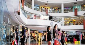 Fresher jobs in retail is a booming arena, open to all graduates. (Image: What's Up Life)